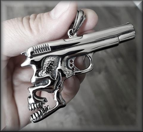 Pistole s lebkou ocel