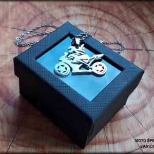 Přívěšek motorkářka ocel